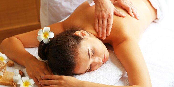 Uvolňující regenerační masáž těla vč. bezolejové masáže hlavy