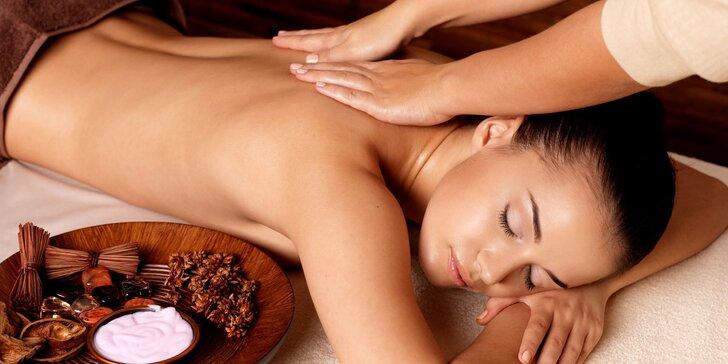 Antistresová půlhodinová či hodinová masáž šíje a zad aroma olejem