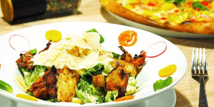 Pizza nebo Caesar salát ve skvěle hodnocené restauraci Ratejna