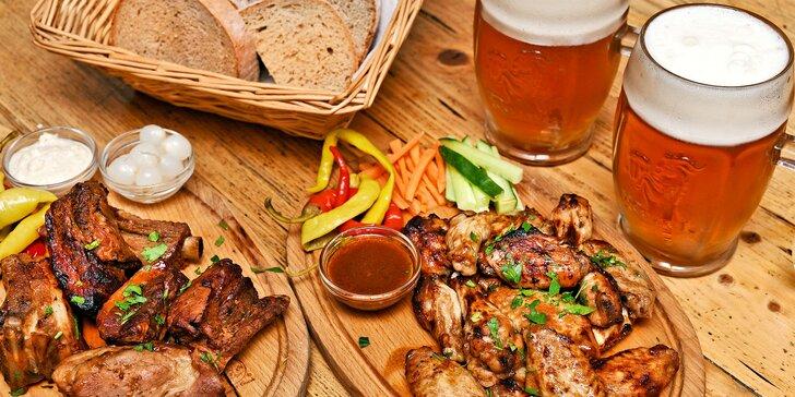 2 půllitry piva, 600 g žeber a ½ kila BBQ křídel pro 2 či dvojitá porce pro 4