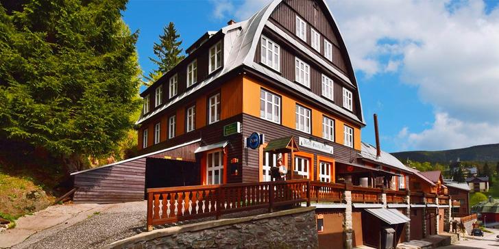 Zpříjemněte si podzim či zimu: dovolená v Krkonoších s polopenzí a saunou