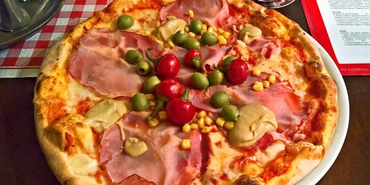 Pizza z nabídky 27 druhů a ledový čaj na Budějovické pro 1 i 2 osoby
