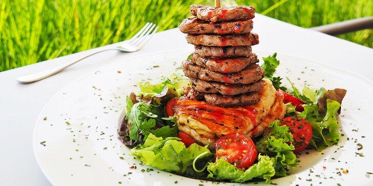 Menu u jezírka: tapas, řecký grilovaný sýr Halloumi s panenkou i dezert