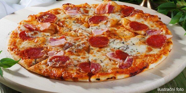 2 důvody ke spokojenosti: 2 velké křupavé pizzy z nabídky dvou kategorií