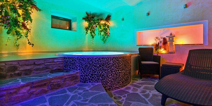 90 minut privátního wellness pro 2: romantika i relax ve vířivce či sauně