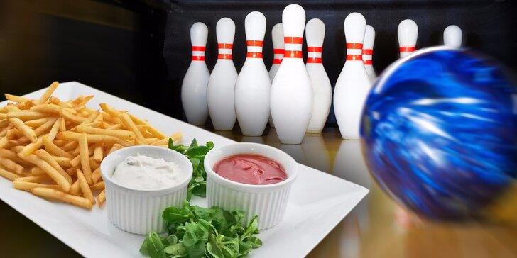 Hodinová zábava na bowlingu a pořádná hranolková nálož