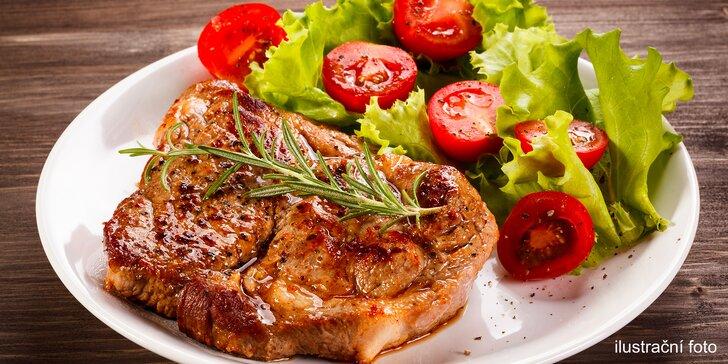 Šťavnatá hostina pro dva: 3 druhy steaků, salátová variace, hranolky i dezert