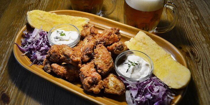 Bašta na Vinohradech: 500 g kuřecích křídel s bagetou a dvě malá piva