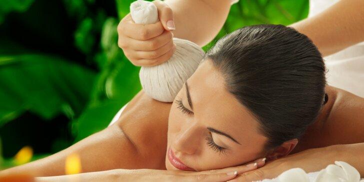 Terapie pro tělo i mysl: Thajská královská masáž teplými bylinnými pytlíky