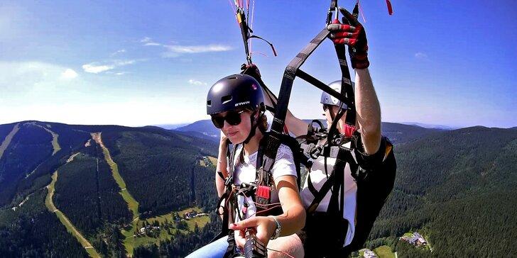 Tandem paragliding: Český ráj či Krkonoše, možnost akrobatických prvků