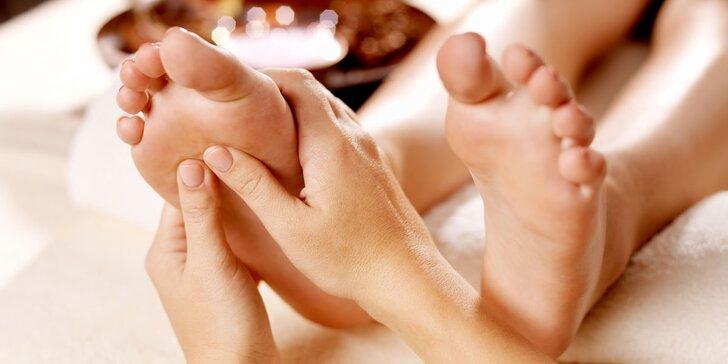 Thajská masáž pro unavené nohy v délce 60 minut včetně uvolnění zad