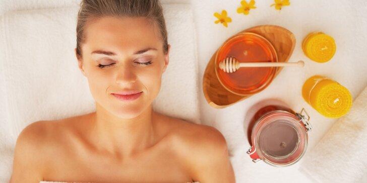 Medová masáž zad: sladké a voňavé uvolnění těla i mysli