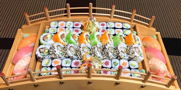 Sushi sety 24–72 ks, varianty s miso polévkou, wakame salátem a minizávitky
