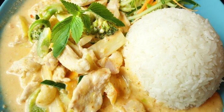 Thajsko v Olomouci: kari s rýží a salátem v restauraci Big Sake