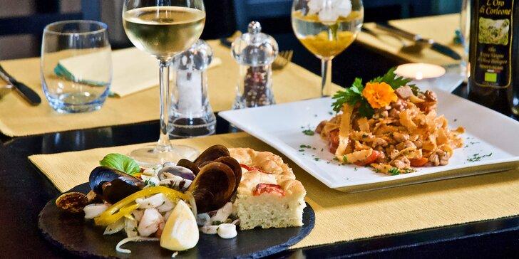 Degustační menu od italských kuchařů pro 2 osoby: salát, těstoviny i víno