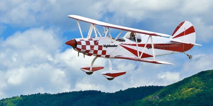 Splněný sen o létání: pilotování dvouplošníku Highlander s otevřeným kokpitem