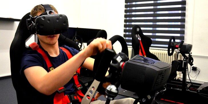V kůži profi závodníka: racing na simulátoru, který kopíruje pohyb auta