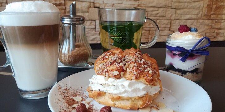 Stavte se na sladkou svačinu: dva dezerty s kávou nebo čajem