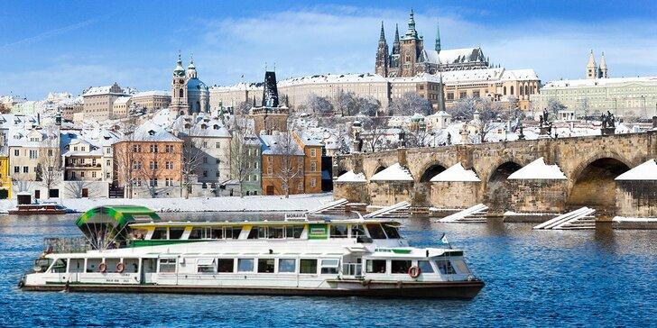 Adventní plavba centrem Prahy s koledami a cukrovím či večeří při svíčkách