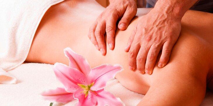 Uvolňující masážní rituály včetně očišťujícího rituálu chodidel