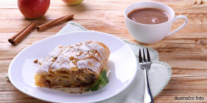 Espresso nebo latté macchiato s štrúdl se šlehačkou pro 2 osoby