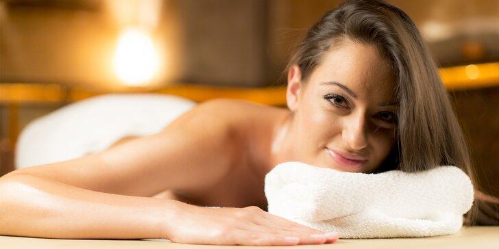 Antistresová masáž hlavy, masáž končetin a teplý hydratační zábal