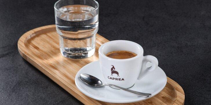 1–3 kávy v kavárně Caprea podle výběru: latté, lungo i cold brew