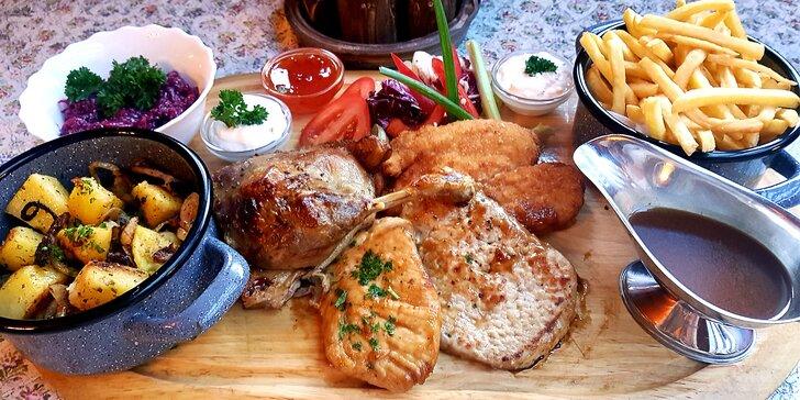 Masové prkénko pro 2–3 osoby: kachna, steak i řízek s přílohami