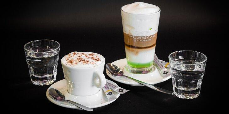 Dvě lahodné kávy dle vašeho výběru s mlékem v District 5