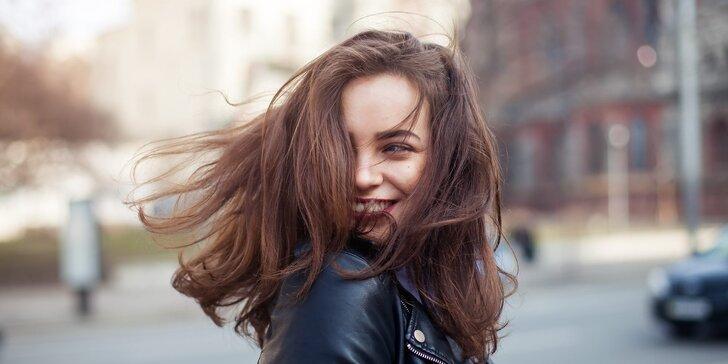 Zaměřeno na vlasy: balíček se střihem a barvením ve Vlaselieru
