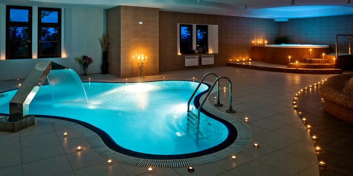 Romantika v Hluboké nad Vltavou: 4* zámecký hotel, luxusní wellness i večeře