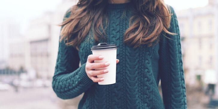 2 horké nápoje do kelímku: svařák, kafe, čaj nebo svařený džus či mošt