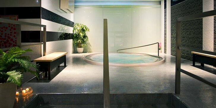 90 minut relaxace ve veřejném wellness: vířivka a finská, parní i aroma sauna