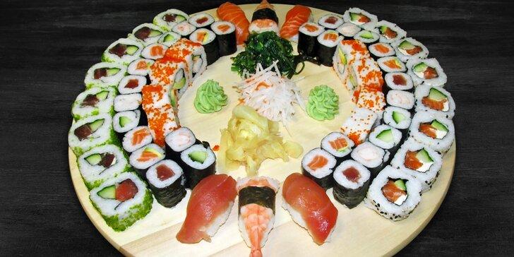 Pořádně pestrý set se 62 kousky sushi: krevety, losos i avokádo