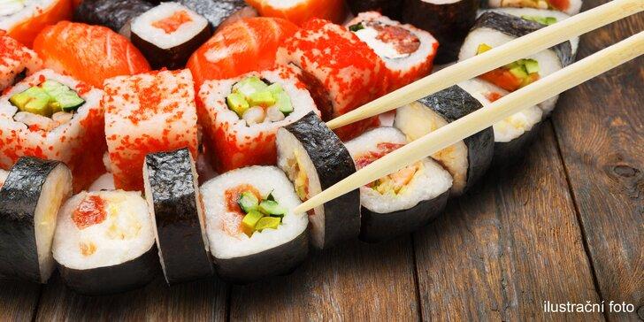 54 kousků sushi pro 2 osoby: krevety, losos, úhoř, chřest i tuňák