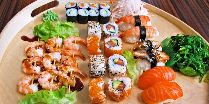 Sushi set s 39 kousky: s krevetami, lososem, úhořem i avokádem