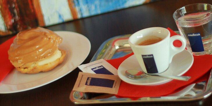 Doplňte energii v Caffe Giulietta: chlebíček, větrník, čokoláda i káva