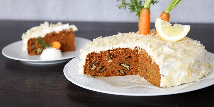 Celozrnný mrkvový dort s citronovou polevou a mandlemi až pro 10 osob