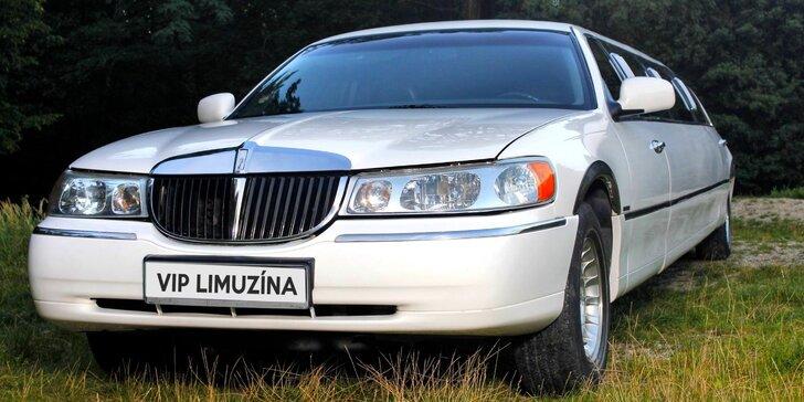 Na hodinu vaše: pronájem luxusní limuzíny s řidičem a sekt až pro 8 osob