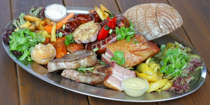 Dejte si pořádnou porci: prkno s 1,6 kg masa, hranolky a dip pro 4–5 osob