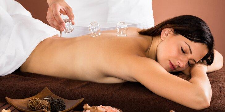 Baňkování nebo baňková masáž pro uvolnění a odstranění bolesti