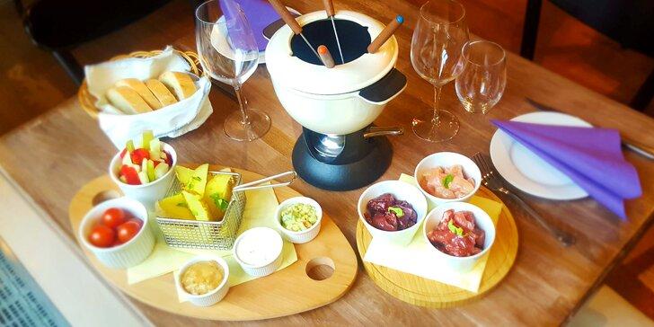 Pochoutka, která má šťávu: Masové fondue pro 2 v restauraci La Bastille