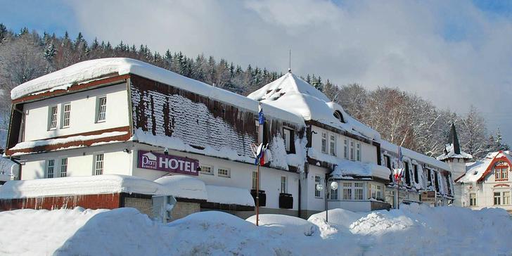 Zimní pobyt v Krkonoších: polopenze, wellness a skiareály za humny