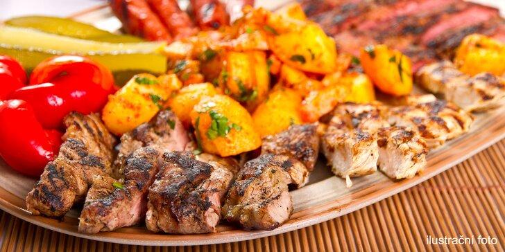 Mix grill s přílohou pro dvojice i rodinu: kuřecí prsa, vepřová játra i krkovice