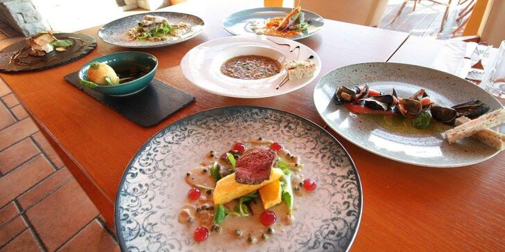 Degustační 11chodové menu pro 2 osoby: krevety, losos, slávky, sýry i steak