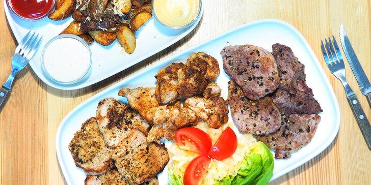 Masová hostina: panenka, klokaní medailonky, kotleta, brambory a omáčky