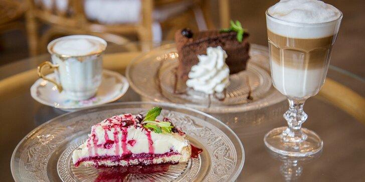 Na sladké do staré radnice: famózní dort a teplý nápoj pro dva