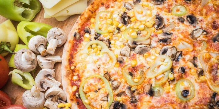 Dobrota pečená v Líšni: Pizza o průměru 33 cm z restaurace Čtyřlístek