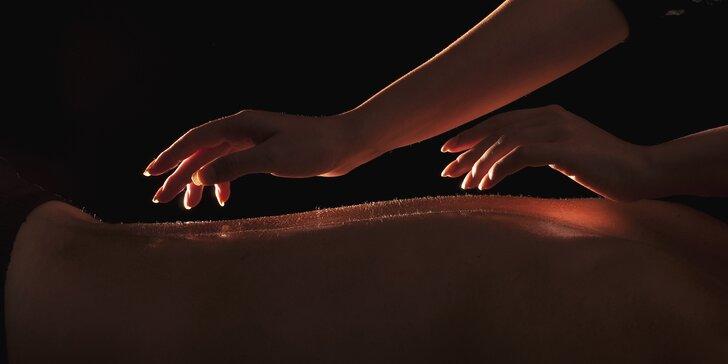 Smyslná relaxace pro muže i ženy: tantra masáž v úplné tmě či za svitu svíčky
