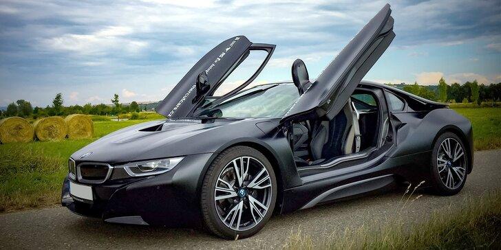 Jízda v milionovém bouráku: futuristický vůz BMW i8 Frozen Black Edition
